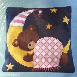 """Borduurkussen """"Meisjesbeer op de maan"""""""