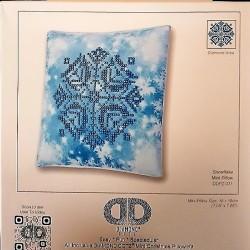 Diamond Dotz: Snowflake Pillow